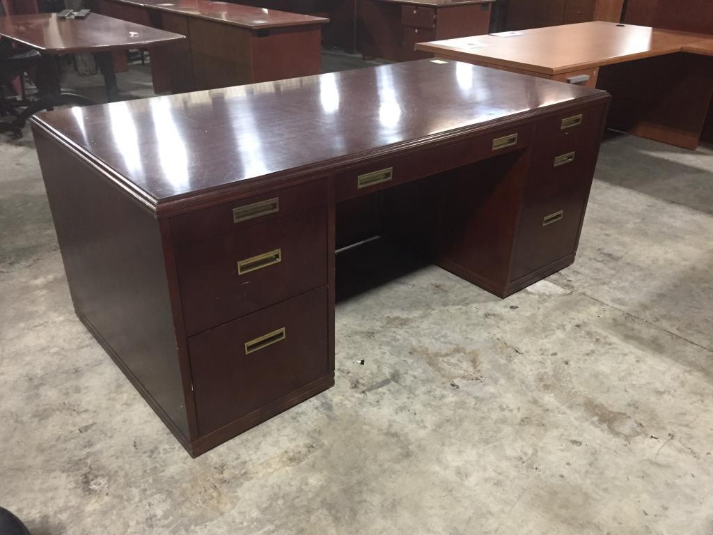 Paoli Mahogany Veneer Double Ped Desk - click to see full size photo